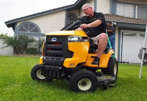 Cub Cadet XT1 in action 2