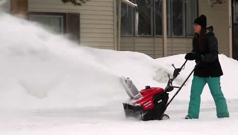Honda HS720ASA snow blower in action